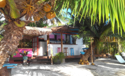raiatea lodge restaurant by the beach