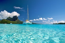 A catamaran cruise with Tahiti Yacht Charter