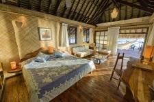 Un bungalow polynésien du Vahine Island Private Resort à Taha'a